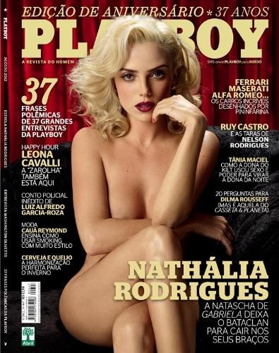 """A atriz Nathália Rodrigues, no ar atualmente com a personagem Natascha - uma das prostituas do bordel Bataclã de """"Gabriela"""" - é a capa da """"Playboy"""" de agosto. Nesta segunda-feira (6/8), a publicação divulgou a capa da edição em que Nathália aparece nua à la Marilyn Monroe"""