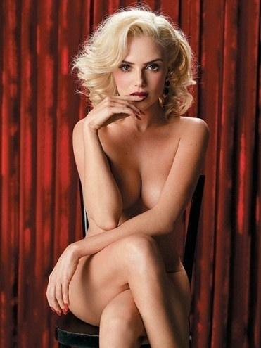 """A revista """"Playboy"""" divulgou mais duas novas fotos do ensaio com Nathália Rodrigues, nesta terça-feira (7/8/12). A atriz posou à la Marilyn Monroe para a capa da edição de aniversário da publicação, que completa 37 anos em agosto de 2012. Nathália está no ar como a personagem Natascha, uma das prostitutas do bordel Bataclã, em """"Gabriela""""."""