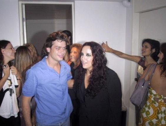 A cantora Ana Carolina ao lado do ator Fábio Assunção, durante a estréia de seu show no Canecão, no Rio (13/11/03).