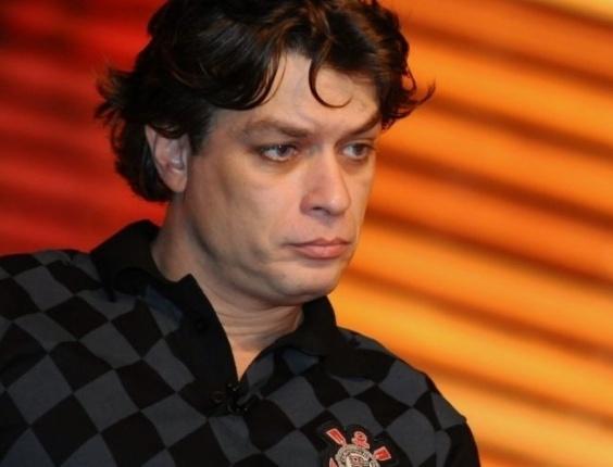 Com a camisa oficial do Corinthians, Fábio Assunção apresenta a peça 'Adultérios' à imprensa (5/7/11).