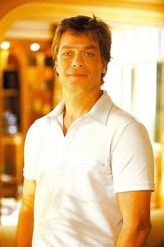 Em 2008, Fábio Assunção estrelou como protagonista da novela 'Negócio da China', da rede Globo, ao lado da atriz Grazi Massafera. Mas ele acabou afastado no meio da história alegando problemas de saúde. Naquele mesmo ano, o ator se internou em um clínica de reabilitação para dar início a um tratamento de desintoxição.