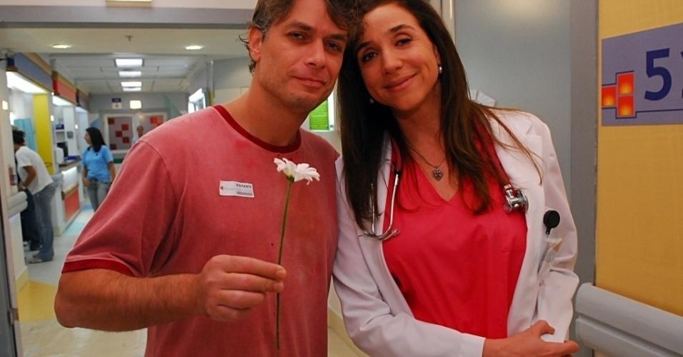 Fábio Assunção grava sua participação especial, ao lado de Marisa Orth, no primeiro episódio de 'SOS Emergência' (4/4/10).