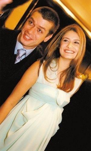 O ator Fábio Assunção e sua então mulher, Priscila Borgonovi, que estava grávida de seu primeiro filho, fotografam durante jantar beneficente da Casa Hope, em São Paulo (SP) (21/11/02).