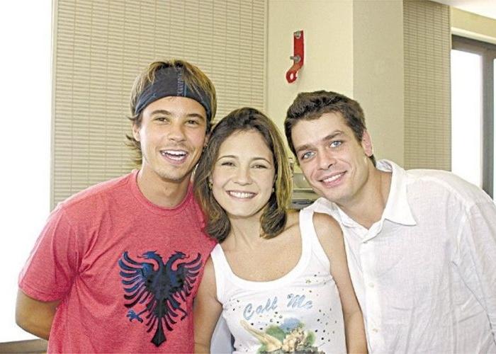 """O ator Fábio Assunção foi o protagonista da novela """"Coração de Estudante"""", da Globo (2002). Na foto, ele aparace junto com colegas de elenco, o ator Paulo Vilhena e a atriz Adriana Esteves."""