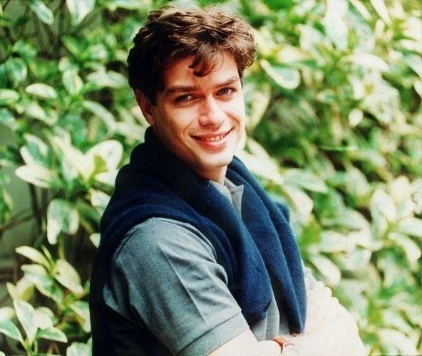 O ator Fábio Assunção posa para uma foto de 1998
