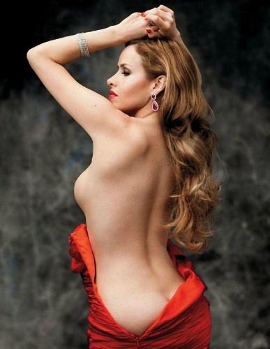 """A atriz Leona Cavalli aparece seminua e mostra as curvas para a revista """"Playboy"""" deste mês. A imagem da prostituta Zarolha, do remake """"Gabriela"""", foi divulgada na seção Happy Hour da publicação, dando uma amostro aos marmanjos do que poderá ser visto na edição de setembro da """"Playboy"""" (10/8/12)"""