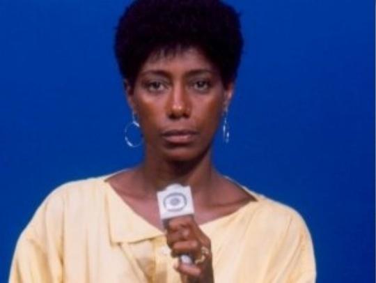 Filha de um alfaiate e de uma dona de casa, Glória começou a trabalhar ao 16 anos de idade como telefonista para pagar seu curso de jornalismo na Pontifícia Universidade Católica do Rio de Janeiro (foto de 1977)