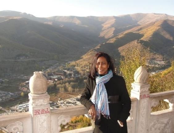 Glória Maria em reportagem especial na China para o 'Globo Repórter' (foto de novembro de 2010)