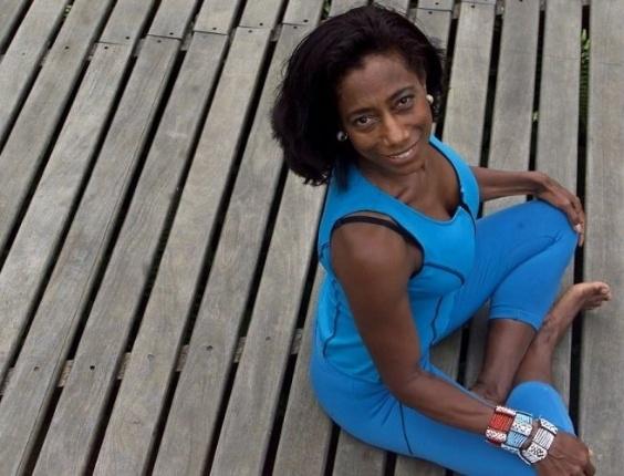 """Glória Maria em sessão de fotos no Rio de Janeiro para a revista """"Boa Forma e Saúde"""", em edição de novembro de 2005"""