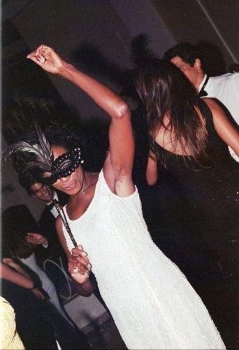 Glória Maria em um baile de máscaras realizado no Copacabana Palace, no Rio de Janeiro, em dezembro de 1999