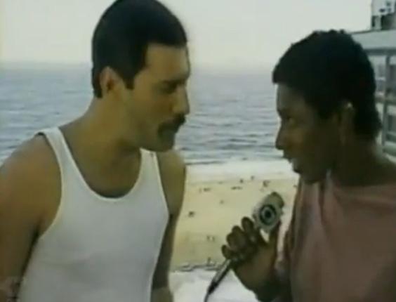 Gloria Maria entrevista Freddie Mercury na chegada do cantor ao Rio de Janeiro para apresentação no Rock In Rio (1985)