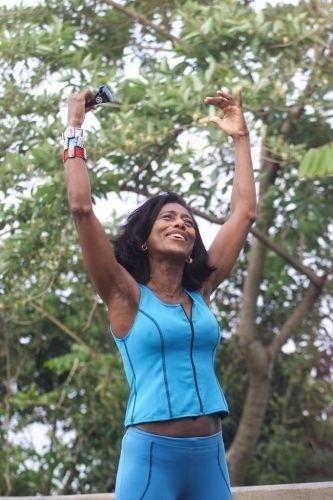 Glória Maria levantou polêmicas ao falar sobre seus cuidados com a saúde. Em entrevista para a 'RG Vogue', ela chegou a afirmar que não revelar a idade é uma forma de não envelhecer mais cedo, de acordo com um pensamento indiano (2005)