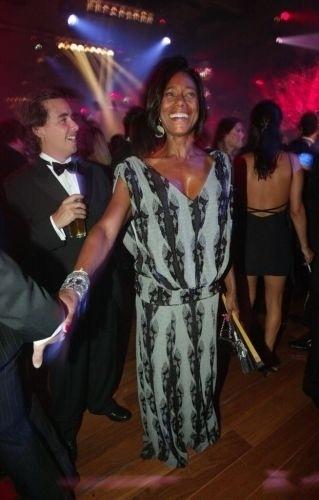 Glória Maria marca presença no Baile de Carnaval da Vogue no Hotel Unique, em São Paulo, em janeiro de 1998