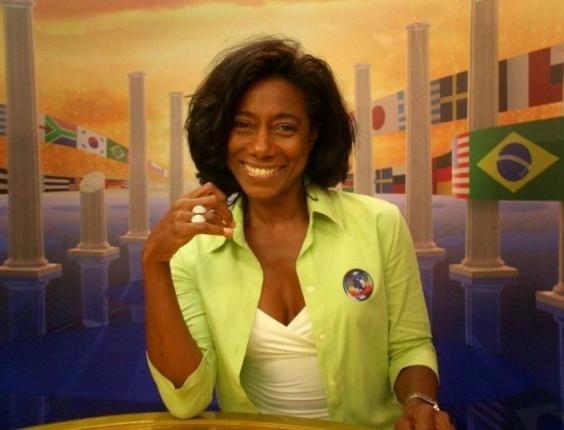Glória Maria no comando do Fantástico, na Rede Globo (2004)