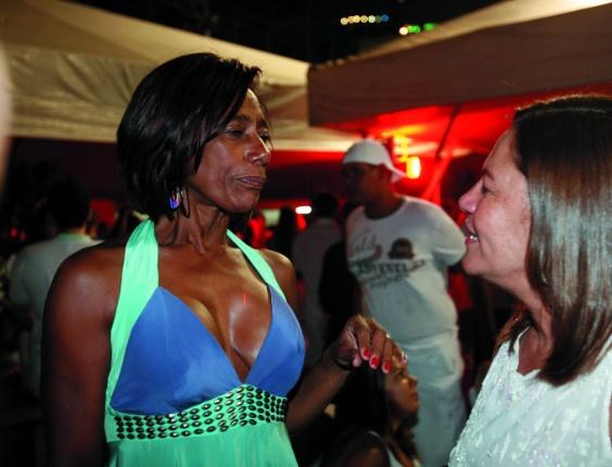 Glória Maria no reveillón de 2008, em uma festa com show de Ivete Sangalo em Salvador