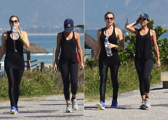 Grazi Massafera exibiu ótima forma durante caminhada com a amiga Ana Lima (boné) na ola da Barra da Tijuca, Rio de Janeiro (13/8/12). Grazi deu à luz sua primeira filha, Sophia, em maio de 2012