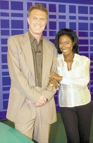 Os então apresentadores do programa dominical 'Fantástico', da Rede Globo, em foto de dezembro de 2002