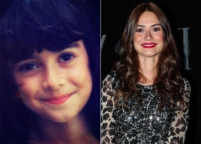 """Thaila Ayala postou uma foto de sua infância em sua página no Twitter (14/8/12). Na imagem, ela aparece com o cabelo bem preto e de franjinha. Junto com a foto, a bela escreveu: """"Mini me"""""""
