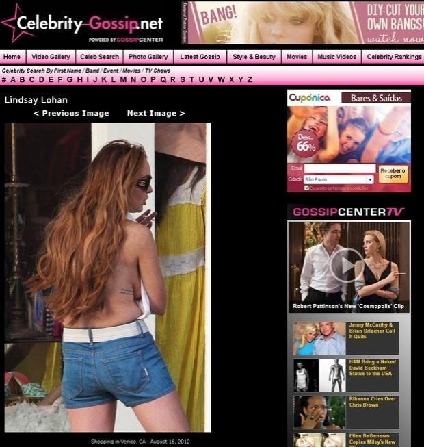 Um paparazzi flagrou Lindsay Lohan em um ângulo bem desfavorável durante um passeio em um shopping de Venice, na Califórnia, EUA: com uma blusa super decotada nas costas, a atriz ficou com parte do seio à mostra além de deixar gordurinhas evidentes em frente às câmeras (17/8/12)