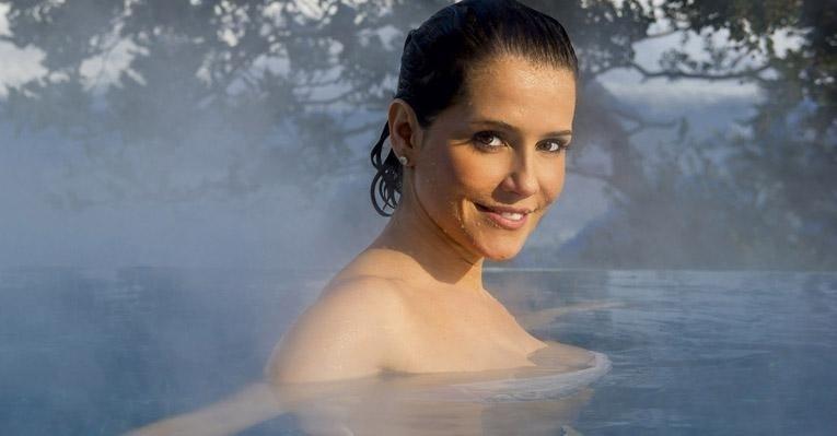 """Deborah Secco na """"Caras"""" (22/8/12)"""