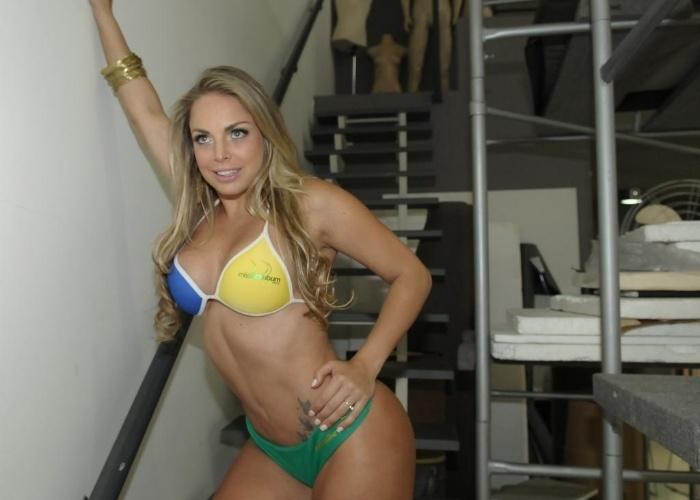 A peladona de Congonhas, Jessica Lopes, mostra seus atributos fisícos durante ensaio de fotos do 'Miss Bumbum Brasil' (28/8/12).