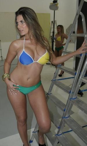Ana Melo fotografou com pose sexy para o 'Miss Bumbum Brasil 2012'.