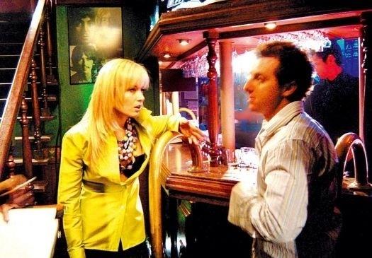 """Out.2003 - Luciano Huck grava cena de """"Um Show de Verão"""" ao lado de Angélica. Os rumores de romance entre os dois apresentadores começaram nessa época"""