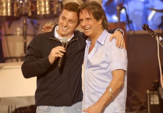 """Jun.2009 - Luciano Huck ao lado de Roberto Carlos em gravação do programa """"Caldeirão do Huck"""""""
