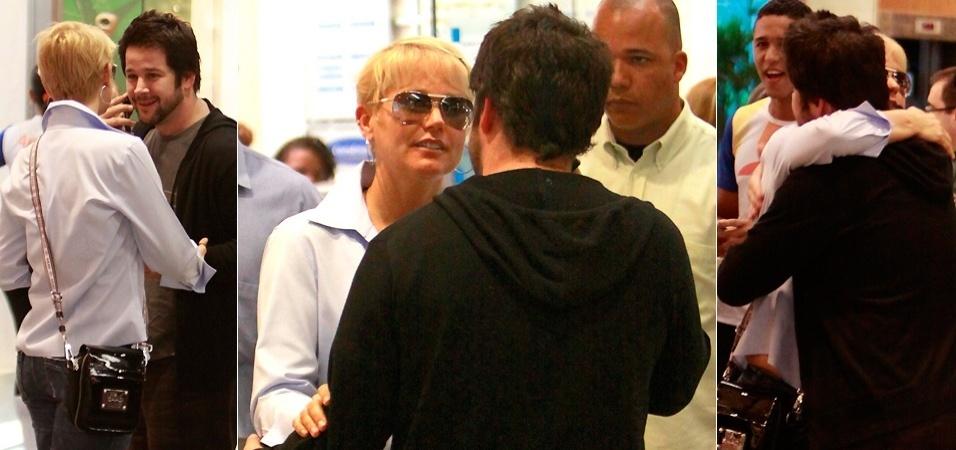 Xuxa e o amigo Murilo Benício se encontram em shopping na Barra da Tijuca no Rio de Janeiro (1/10/09)