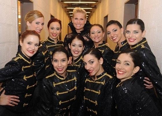 Xuxa é recebida por uma plateia lotada, ao vivo, no programa da apresentadora Susana Gimenez na Argentina (12/5/11)