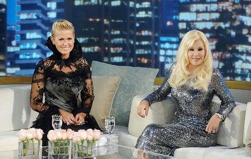 """A participação de Xuxa Meneghel no programa de Susana Giménez, na argentina Telefe, rendeu uma gafe para a apresentadora brasileira. Durante a conversa, Xuxa caprichou no portunhol e disse que dormia com """"penes de ganso"""", quando queria dizer que dormia com edredom de penas de ganso. A entrevista da """"Rainha dos Baixinhos"""" entrou até para o Top 5 do """"CQC"""" da Argentina, que foi ao ar em 15 de maio de 2011"""