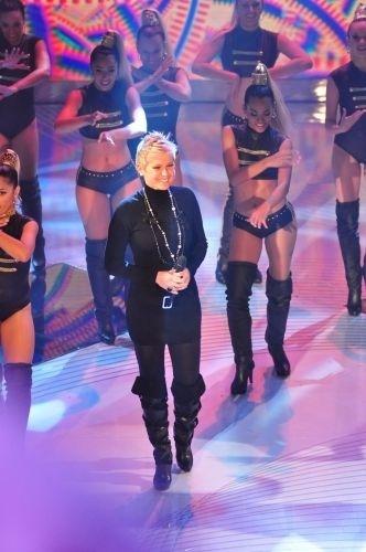 Xuxa cantou e dançou no especial em comemoração aos seus 25 anos na Globo (28/6/11)