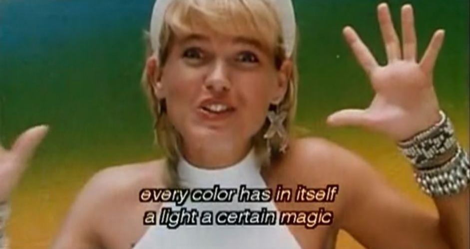 """A apresentadora Xuxa Meneghel virou atração bizarra do cinema """"The CineFamily"""", em Los Angeles, nos Estados Unidos. O local exibiu uma mostra de filmes da """"rainha dos baixinhos"""" neste sábado (17/9/11), incluindo aí """"Super Xuxa Contra o Baixo Astral"""", de 1988. Xuxa é descrita pelo site do evento como """"atriz de filme pornô-soft"""""""