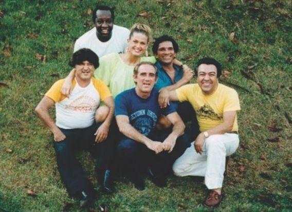 """Está circulando na internet uma imagem que reúne ídolos das crianças dos anos 80: Zacarias, Mussum, Xuxa, Dedé, Didi e Maurício de Souza, o criador da Turma da Mônica. A foto, da época do filme """"A Princesa Xuxa e os Trapalhões"""" (1989), fez muita gente voltar ao passado e relembrar os tempos de """"Os Trapalhões"""" e """"Xou da Xuxa"""" (19/1/12). Aproveite para rever outras imagens antigas de Xuxa neste álbum e saiba por onde andam as paquitas"""