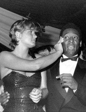 Xuxa e Pelé no Baile Oficial de Gala do Carnaval, no Clube Paineiras, SP (29/1/83)