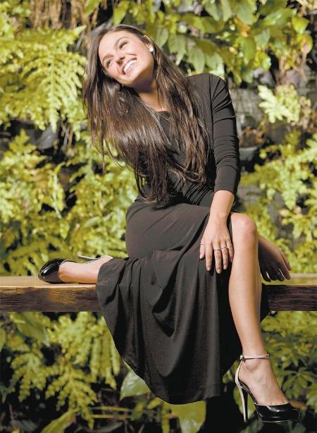 """Destaque de """"Avenida Brasil"""" no papel da periguete Suelen, Isis Valverde, 25, afirma que o sucesso também incomoda um pouco. """"Não aguento mais as pessoas me perguntando o que eu tenho em comum com ela"""", disse a gata em entrevista à revista """"Marie Claire"""". A publicação também conta a história da atriz, que saiu de Aiuruoca, sua cidade natal, em MG, para seguir carreira de modelo em Belo Horizonte, aos 15 anos. """"No começo foi doloroso, mas seguerei o rojão"""", revelou a gata"""