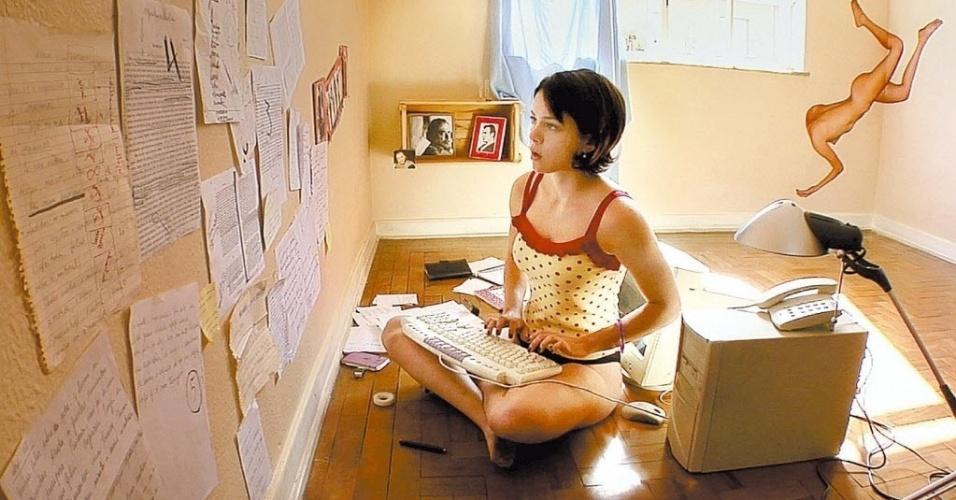 """a atriz Leandra Leal em cena do filme """"Nome Próprio"""" (2008) de Murilo Salles"""