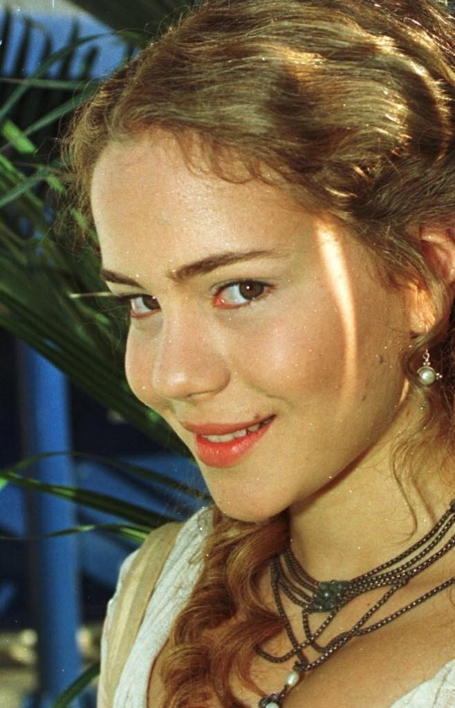 """2000 - Leandra Leal participou da minissérie """"A Muralha"""", da TV Globo"""