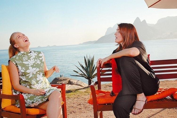 """A apresentadora Angélica ri durante entrevista concedida pela atriz Malu Mader ao programa """" Estrelas"""", no bairro de Ipanema, no Rio (25/7/07)"""