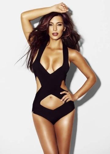 """A socialite norte-americana Kim Kardashian está na revista masculina britânica """"Nuts Nagazine"""" de setembro. A morena protagoniza um ensaio sensual, exibindo decotão e curvas invejáveis. Atualmente, Kim pode ser vista no reality show americano """"Keeping Up with the Kardashians"""". O programa, que estreia neste mês na telinha brasileira, mostra o cotidiano da modelo (10/9/12)"""