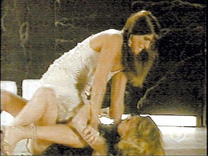 """Cena da novela """"Celebridade"""", da Globo, em que a personagem Maria Clara, vivida por Malu Mader, esbofeteia a vilã Laura, interpretada por Cláudia Abreu (2004)"""