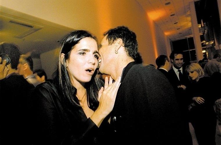 Malu Mader e o marido, o músico e escritor Tony Belloto, na festa da 'Vogue' em homenagem às mulheres mais bonitas do Brasil, em São Paulo. A atriz ficou entre as dez mais belas na lista divulgada pela revista (17/6/02)