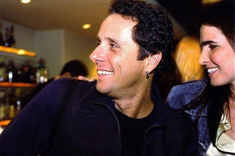Malu Mader e o marido, o músico e escritor Tony Bellotto, durante apresentação dele no bar Baretto, em São Paulo (14/11/01)