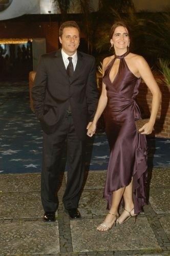 Malu Mader e o marido, o músico Tony Belotto, chegam para a festa de comemoração dos 40 anos da Rede Globo, no Claro Hall da Barra da Tijuca, na zona oeste carioca (27/4/05)