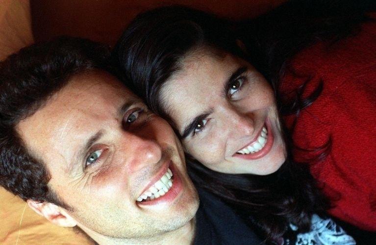 Malu Mader posa para foto ao lado do marido, o músico e escritor Tony Bellotto, em São Paulo. Juntos desde 90, os dois são pais de dois filhos: João, de 15 anos, e Antônio, de 12 (9/6/95)