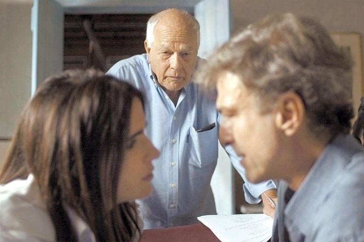 O diretor Nelson Pereira dos Santos entre os atores Malu Mader e Carlos Alberto Riccelli durante gravação do filme 'Brasília 18%' (2006)