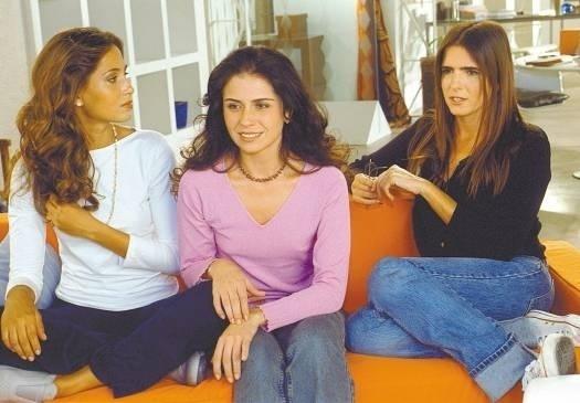 Malu Mader ao lado das atrizes Camila Pitanga e Giovanna Antonelli na gravação de comercial para uma rede de lojas (março/2002)