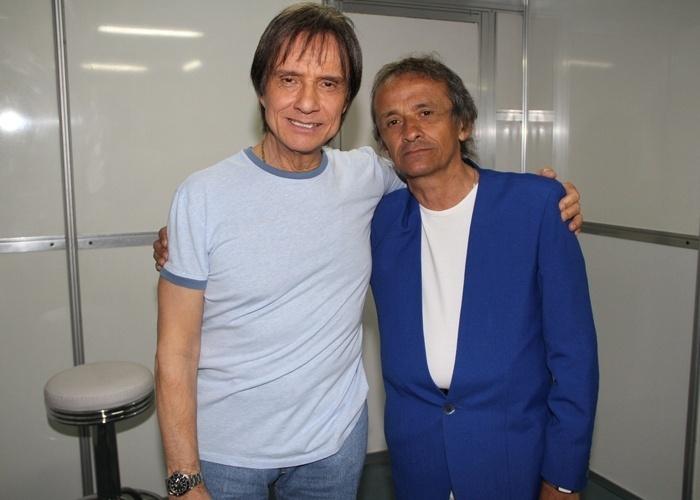 Luiiz Chacon é fã do cantor Roberto Carlos e se parece bastante com seu ídolo. Ele, que é de Curitiba (PR), enviou uma foto na qual aparece posando ao lado do cantor