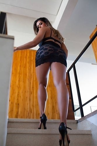 """Para marcar sua """"despedida"""" do título de vice-miss bumbum, que terá uma nova edição realizada em novembro de 2012, a modelo Graciella Carvalho divulgou novas fotos de um ensaio sensual, nesta quarta-feira (13/9/12). Atualmente, a gata apresenta o programa """"Malícia"""", no canal pago """"Multishow""""."""