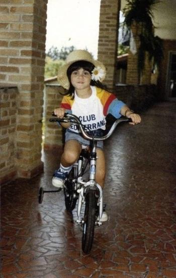 Thammy aparece com carinha de sapeca em foto de 1987, quando tinha cinco anos